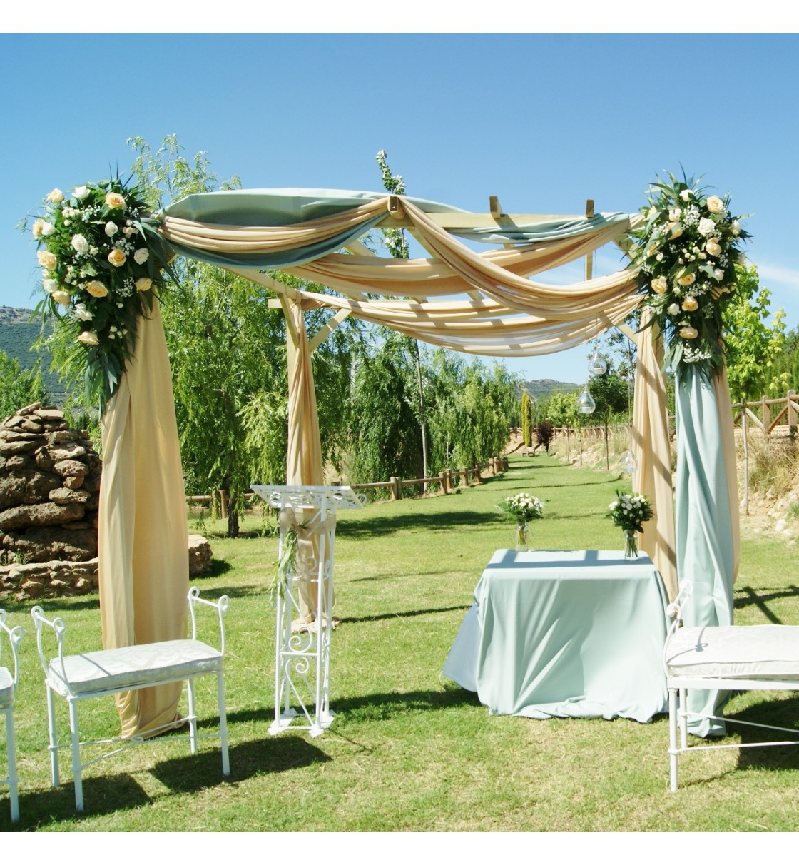 Decoraci n de boda civil en fuente taray for Boda en un jardin de noche