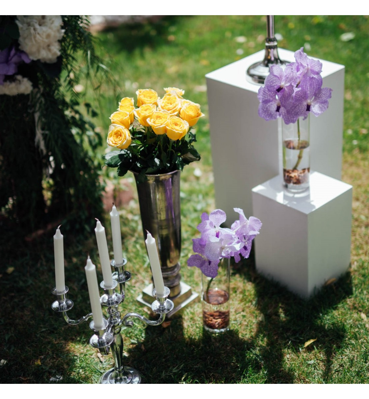 Decoraci n boda civil con candelabros orqu deas - Decoracion con hortensias ...