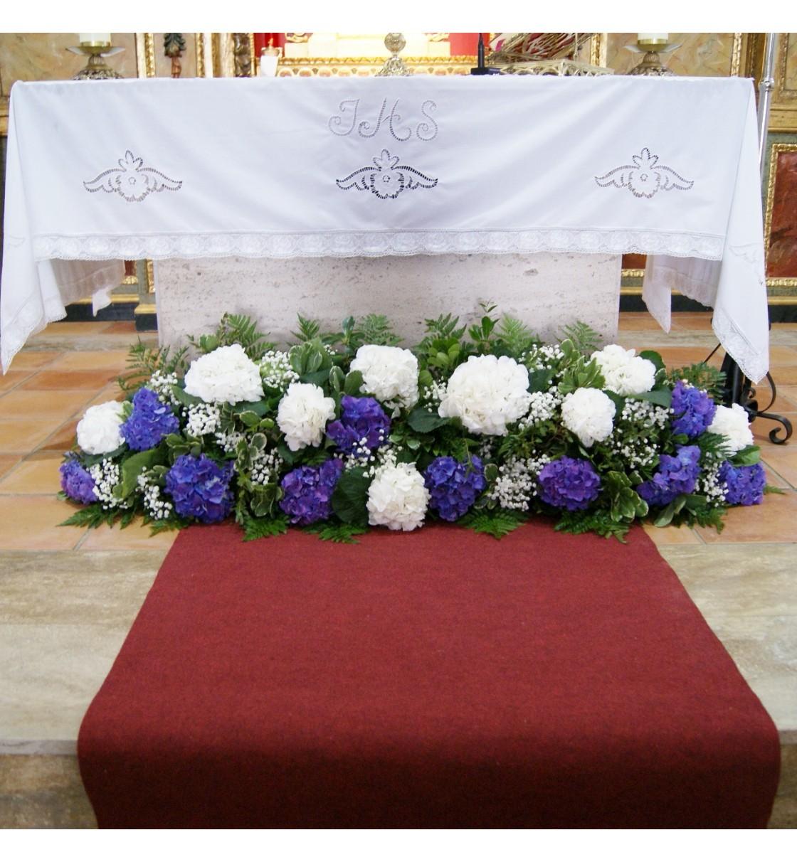 Decoración De La Iglesia De Navalpino Con Hortensia Blanca Y