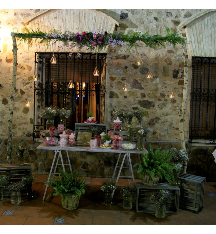 Mesa dulce con arco floral