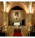 Decoración Ermita de Alarcos con velas y paniculata