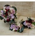 Ramo para dama de honor con rosa rosa y hortensia burdeos