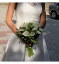 Ramo de novia con calas, margarita verde y olivo