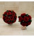 Ramo preservado para dama de honor con rosas granate