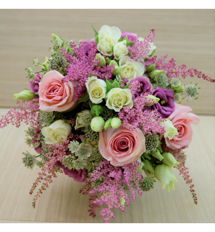 Ramo de novia con astilbe rosa y rosa rosa