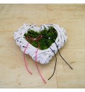 Corazón con musgo para anillos de boda