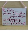 Cartel aquí llega el amor de tu vida flor de cerezo