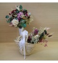 Capazo con flor preservada silvestre, lila, rosa y champán