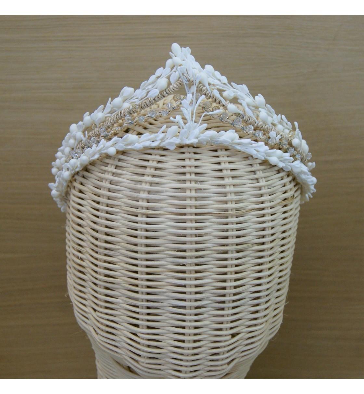 Corona de pistilos de porcelana fría y cristales