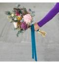 Ramo de novia preservado hortensias y plumas de pavo real