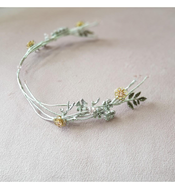 Tocado de novia rama de flores de metal y cristales