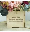 Caja de madera con flor preservada rosa para abuela